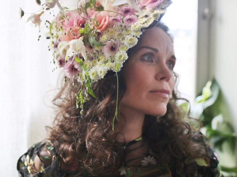 Blomstrande hatt på Carl-Philips 40-års fest